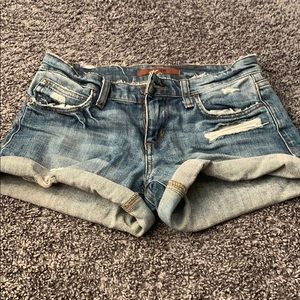 How's jean shorts